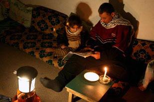 2.300 ore di tagli all'elettricità a Gaza in un anno. Cinque ore in Cisgiordania