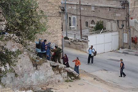 Cisgiordania, inarrestabili le violenze di gang di coloni e soldati contro i palestinesi