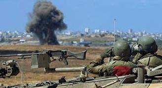 Striscia di Gaza, incursione di carri armati e bulldozer. L'aviazione simula attacco aereo.