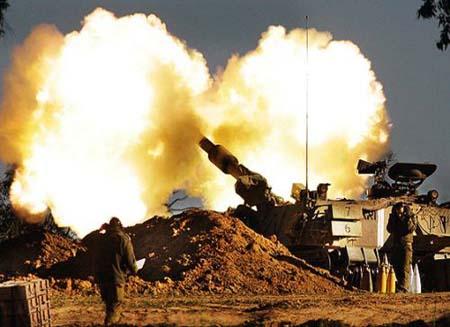 Artiglieria israeliana bombarda est di Gaza City