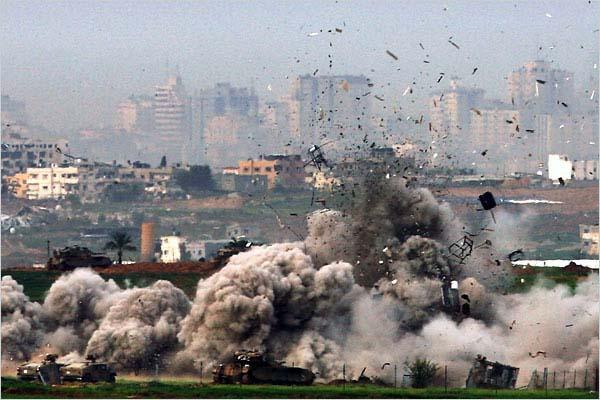 Fine settimana di attacchi israeliani contro la Striscia di Gaza. Uccisi due adolescenti