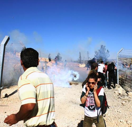 L'alto prezzo della resistenza nonviolenta a Bi'lin: una famiglia martoriata da arresti e ruberie israeliane.