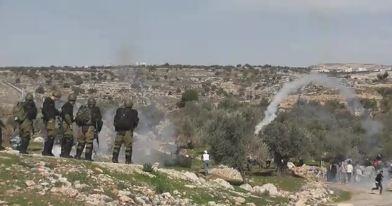 Manifestazioni anti-Muro nei villaggi della Cisgiordania represse dall'esercito israeliano