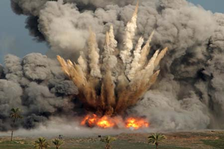 Bombardamenti aerei sulla Striscia di Gaza: un morto e due feriti