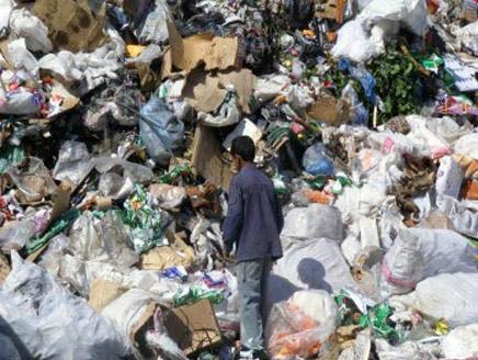 Hebron: lavorare e vivere nelle discariche per 8 dollari al giorno