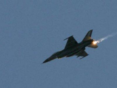 Raid dell'aviazione israeliana su Gaza. Ferita una donna palestinese