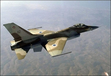 Tre vittime in un bombardamento israeliano nel centro della Striscia di Gaza
