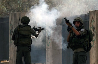 Aggressioni dei militari israeliani a Gaza e in Cisgiordania. Diversi palestinesi feriti
