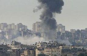 Crimini di guerra a Gaza, lo stato sionista sta bombardando la Striscia assediata. 206 morti e 750 feriti.