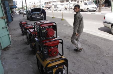 Striscia di Gaza, vivere sotto assedio: i generatori elettrici mettono a rischio di morte l'80% della popolazione.
