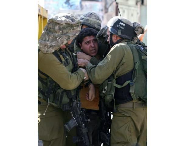 Novembre 2010: 100 palestinesi arrestati ad Hebron