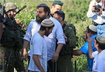 Hebron: palestinese accoltellato da colono