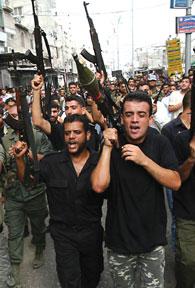 Migliaia di sostenitori di Fatah hanno manifestato per le vie di Rafah accusando Siyam della morte di 9 palestinesi e del ferimento di altri 100.
