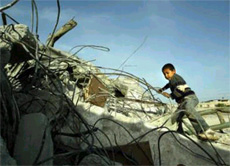 Distruzione a Beit Hanoun e in altre aree della Striscia di Gaza. 3 ragazzini feriti.