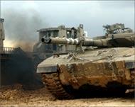 Le forze di occupazione hanno invaso l'area a est di Gaza. Campi distrutti, popolazione bloccata in casa.