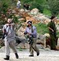 'Libertà di informazione': l'esercito israeliano arresta 3 giornalisti che tentano di filmare le aggressioni di una banda di coloni.
