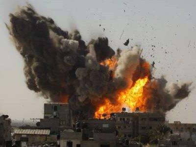 Continua la guerra di Israele contro i palestinesi: nuovi bombardamenti su Gaza e 120 arresti in WB