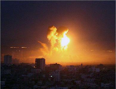 Gaza: missili aerei nella notte
