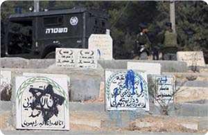 Israeliani assaltano e dissacrano cimitero a Hebron