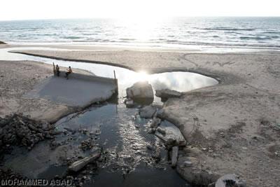 Conseguenze ambientali dell'embargo: il mare di Gaza è inquinato.