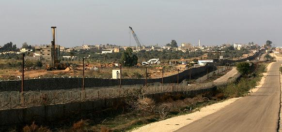 86 sapienti musulmani emettono fatwa contro Muro di acciaio egiziano.