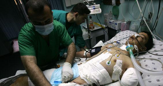 La storia di un bambino di Gaza attaccato alla macchina dell'ossigeno: Israele non vuole più curarlo.