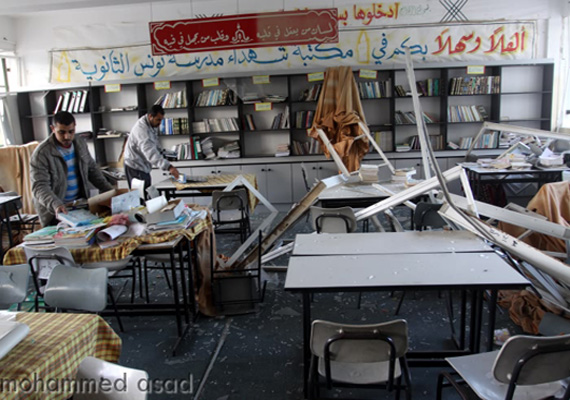 Raid israeliani su Gaza: scuole danneggiate. Il ministro: 'Israele ci vorrebbe ignoranti'