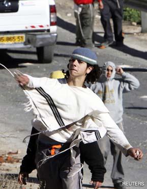 Jenin: coloni israeliani aggrediscono e feriscono due palestinesi