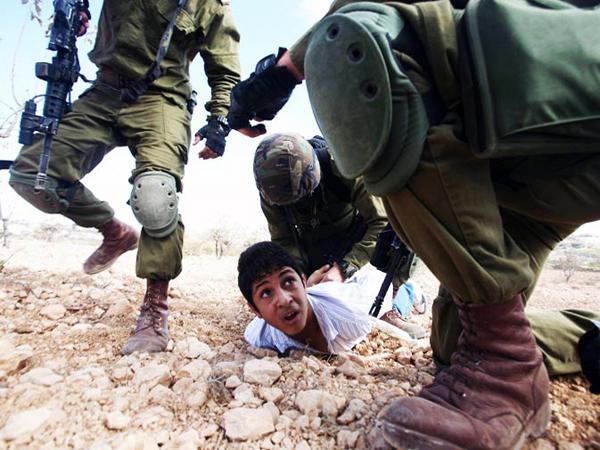 Cisgiordania, palestinesi picchiati e feriti negli scontri con le forze d'occupazione