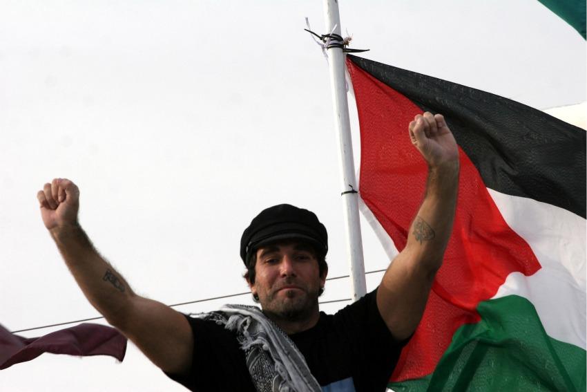 E' morto il papà di Vittorio Arrigoni. L'abbraccio della nostra redazione a Egidia e Alessandra.